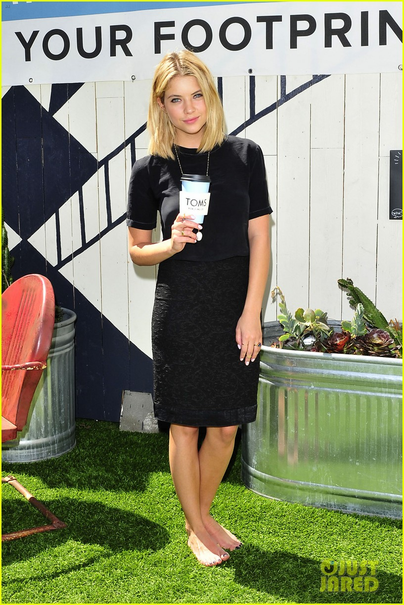 dianna agron jaime king go without shoes for toms 073101791