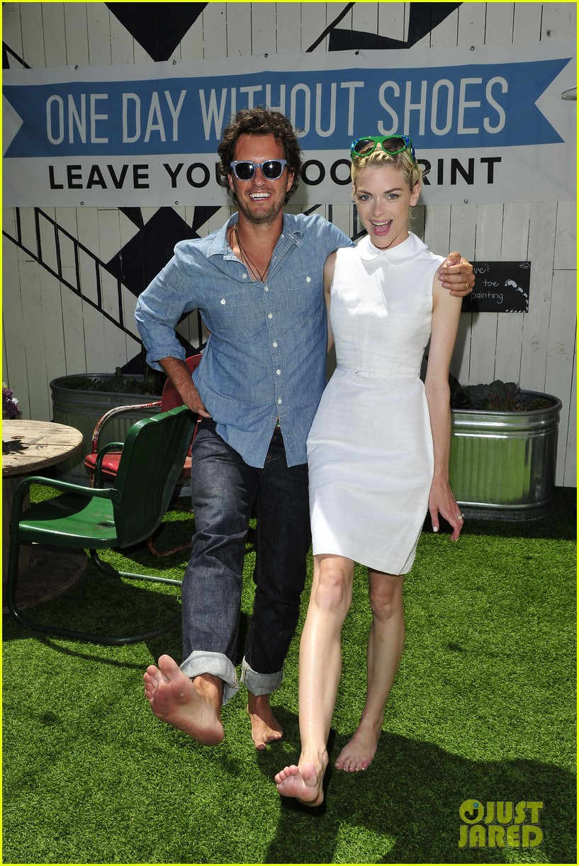dianna agron jaime king go without shoes for toms 083101792