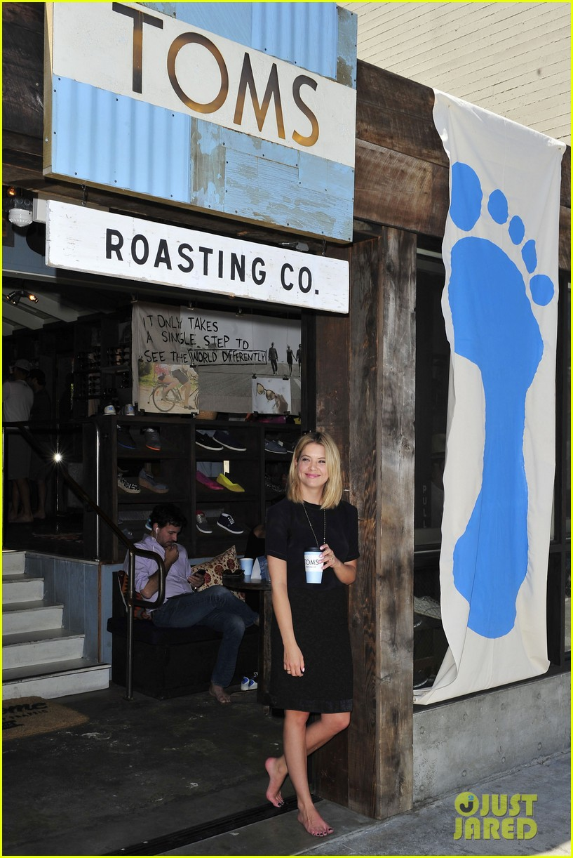 dianna agron jaime king go without shoes for toms 113101795