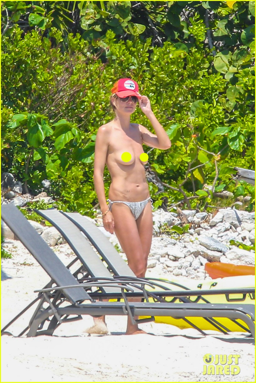 heidi klum goes topless at beach vito schnabel 01