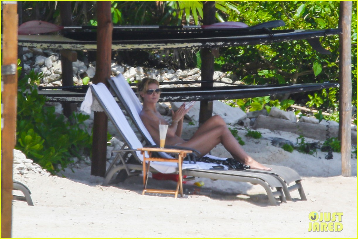 heidi klum goes topless at beach vito schnabel 14