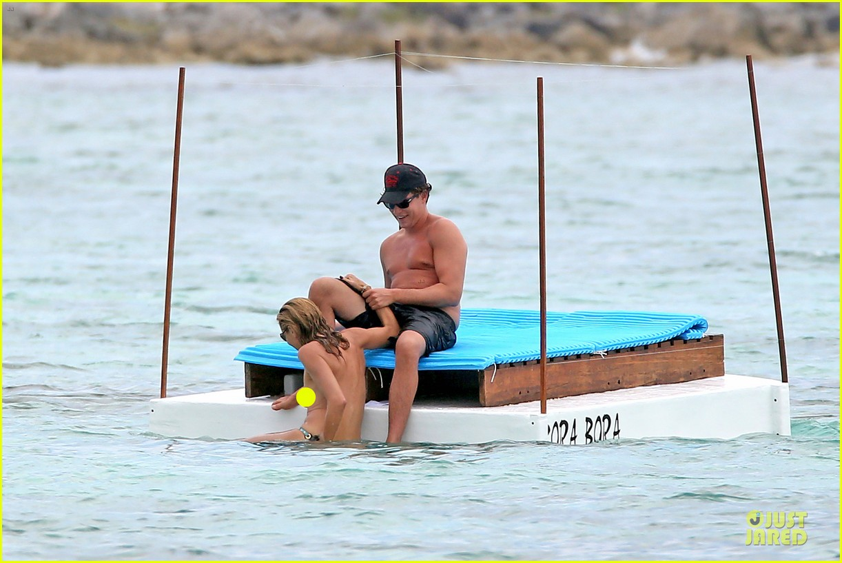 heidi klum continues topless vacation 103093635