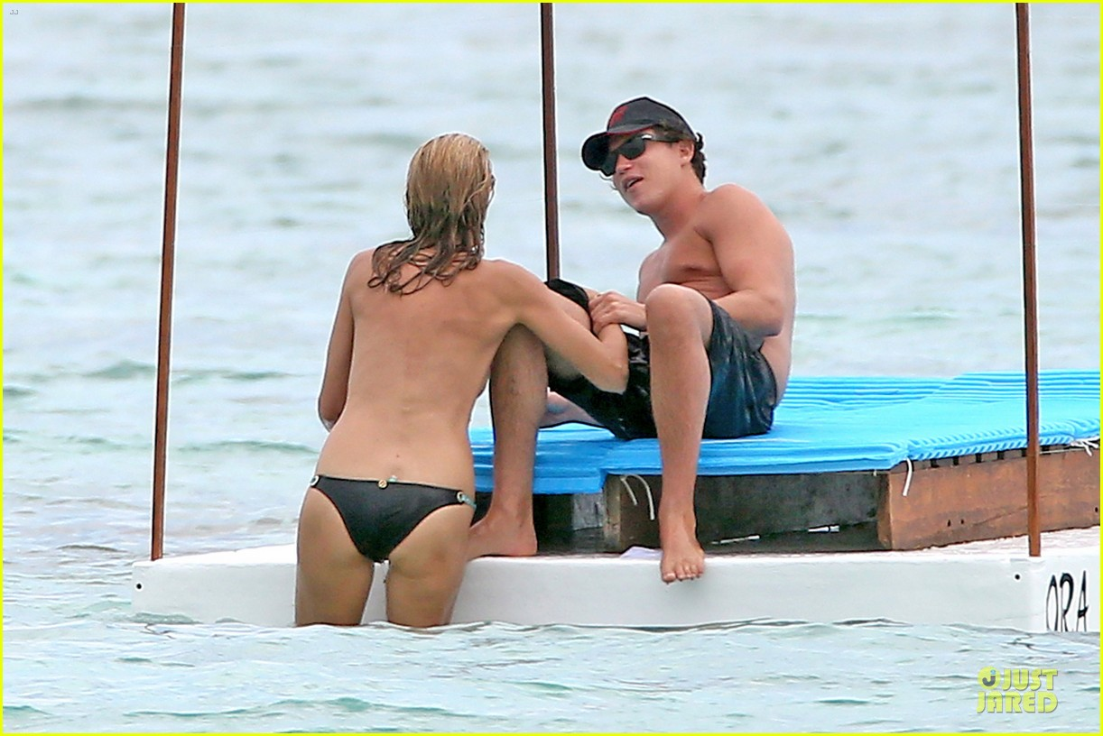 heidi klum continues topless vacation 113093636