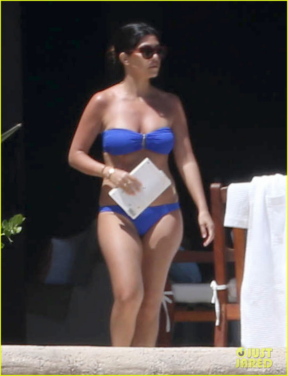 kourtney kardashian celebrates 35h birthday in bikini 023095319