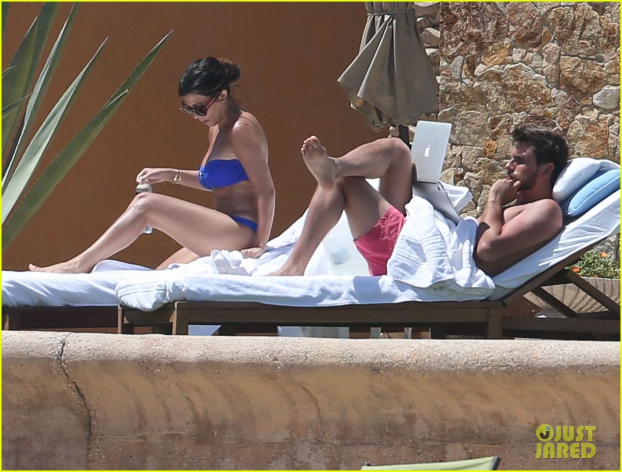 kourtney kardashian celebrates 35h birthday in bikini 113095328