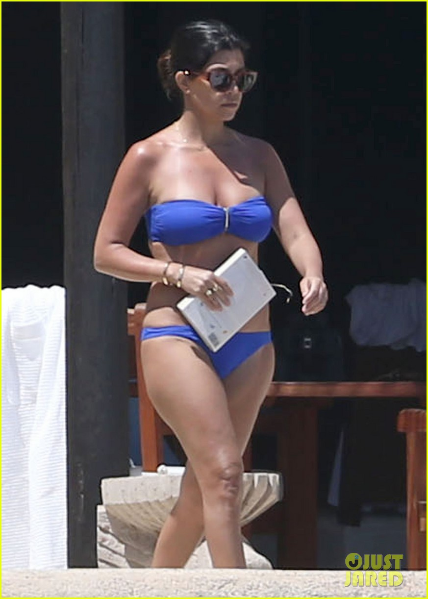 kourtney kardashian celebrates 35h birthday in bikini 123095329