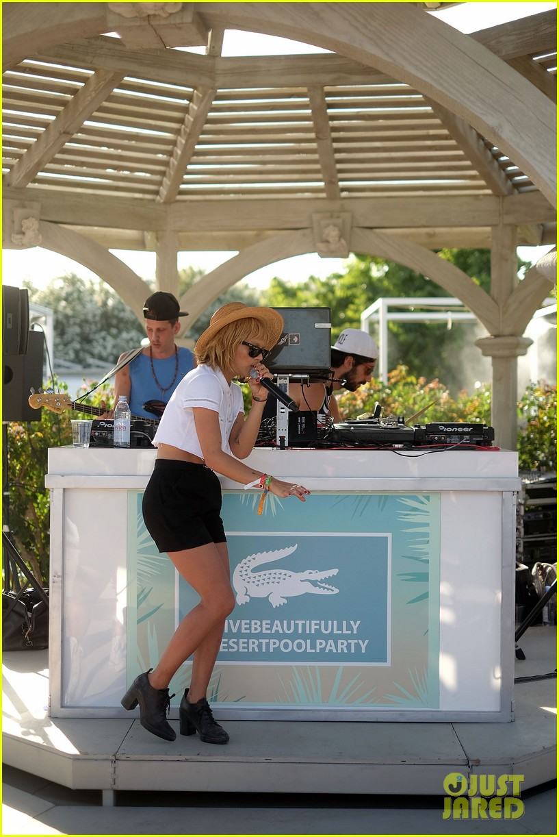 zoe kravitz lolawolfe take the mic at lacoste pool party 033091596