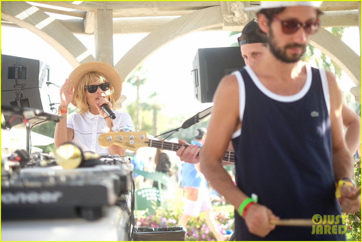 zoe kravitz lolawolfe take the mic at lacoste pool party 073091600