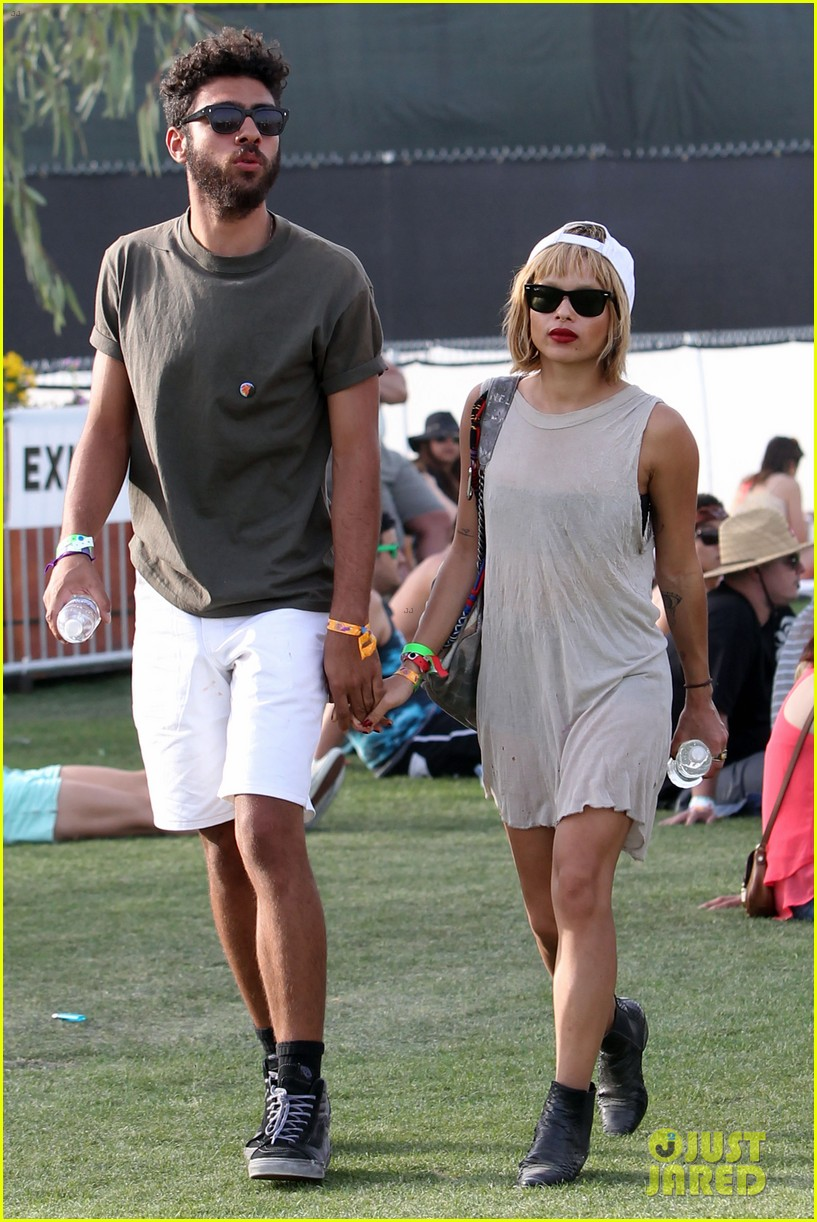 zoe kravitz holds hands with mystery man coachella 063090317