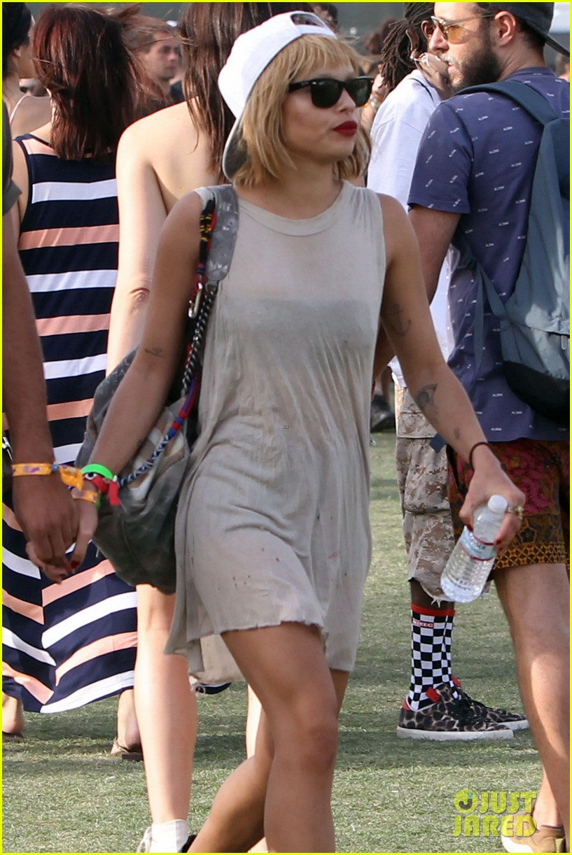 zoe kravitz holds hands with mystery man coachella 133090324