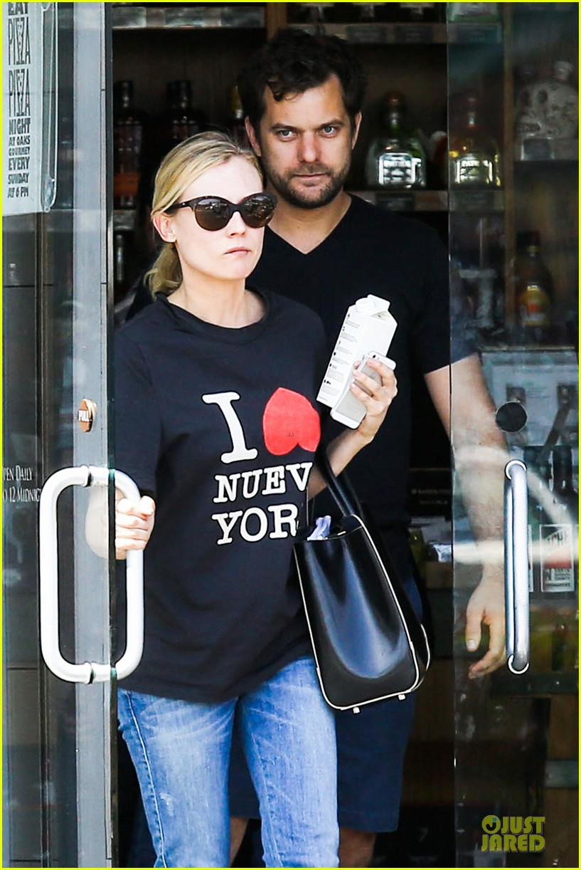 diane kruger wears loose t shirt with joshua jackson 023087122