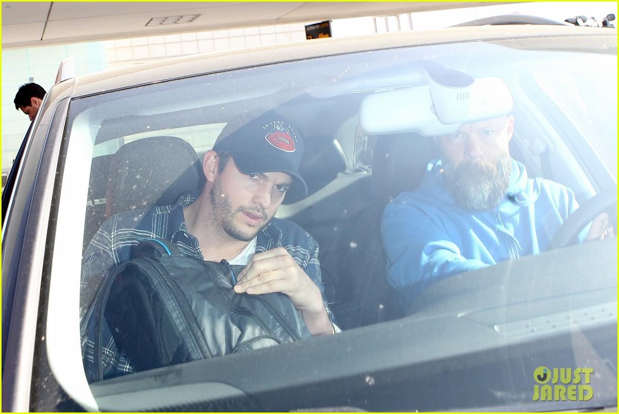 pregnant mila kunis ashton kutcher arrive home for easter 093095341