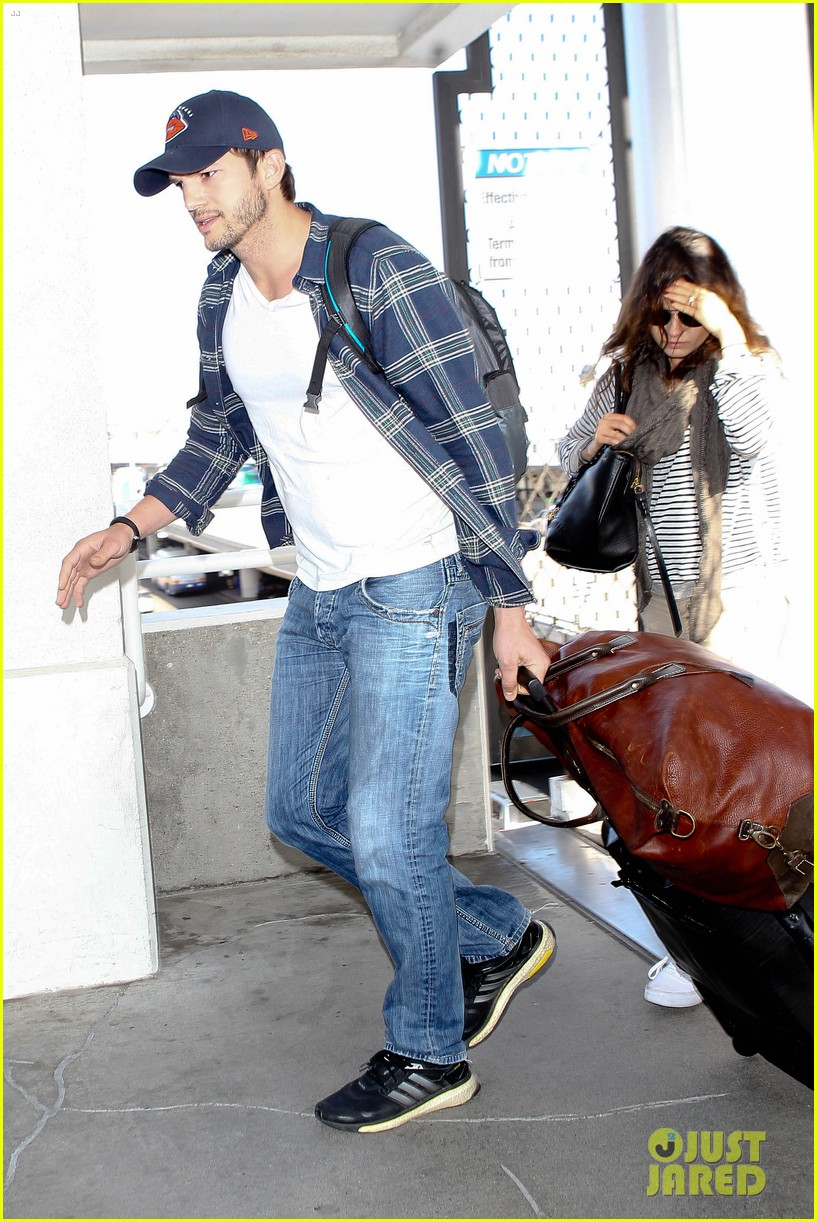 pregnant mila kunis ashton kutcher arrive home for easter 123095344