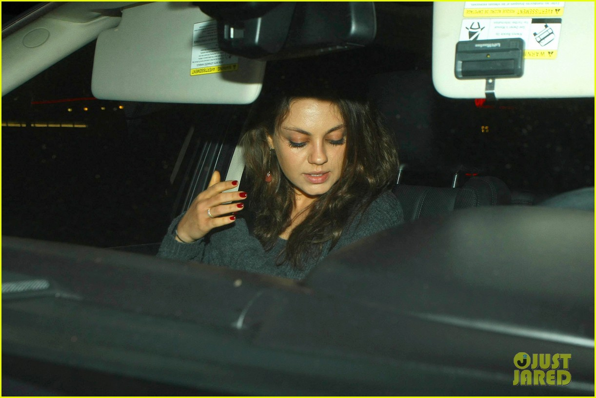 ashton kutcher flies home to pregnant fiancee mila kunis 21