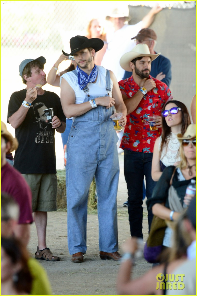ashton kutcher hillbilly stagecoach festival pregnant mila kunis 053099932