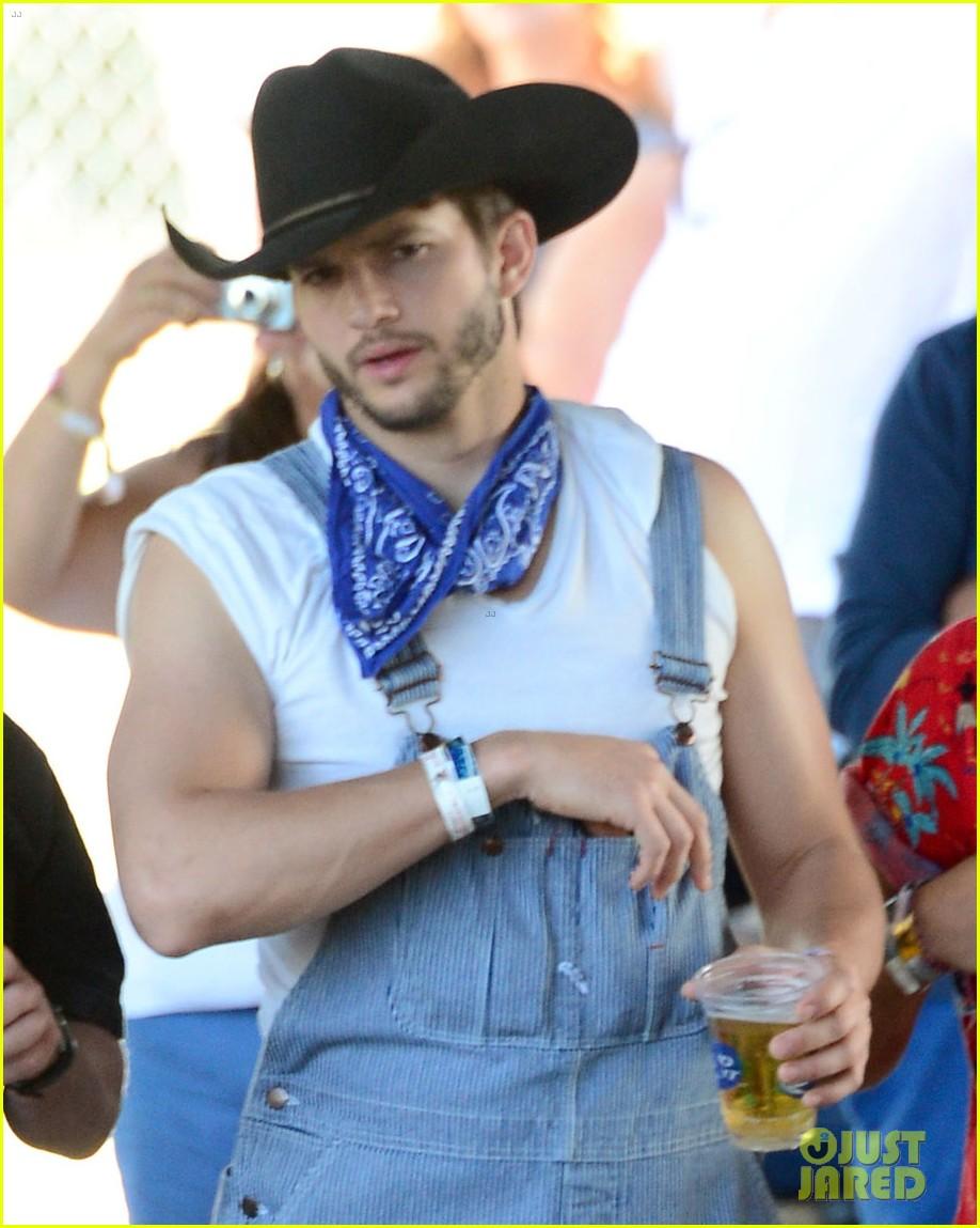 ashton kutcher hillbilly stagecoach festival pregnant mila kunis 063099933