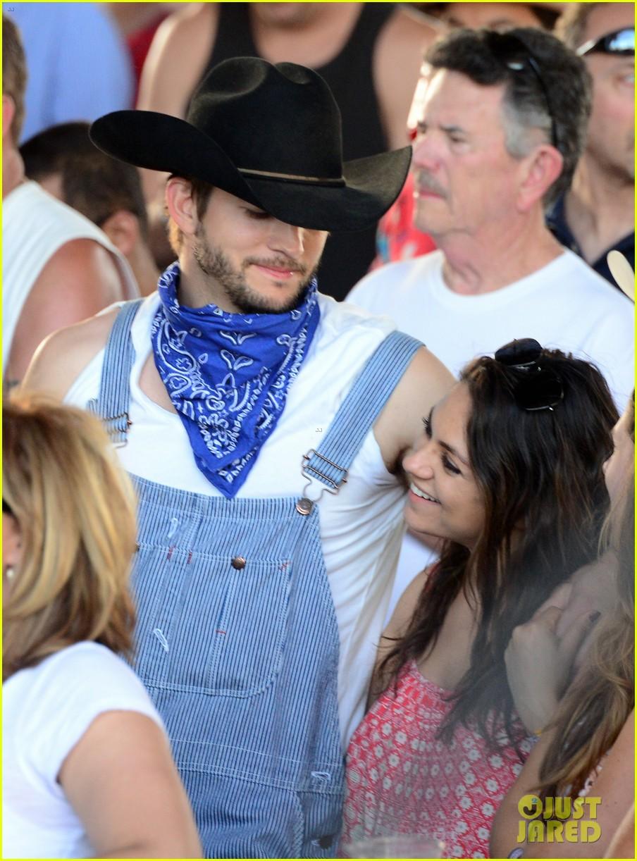 ashton kutcher hillbilly stagecoach festival pregnant mila kunis 103099937