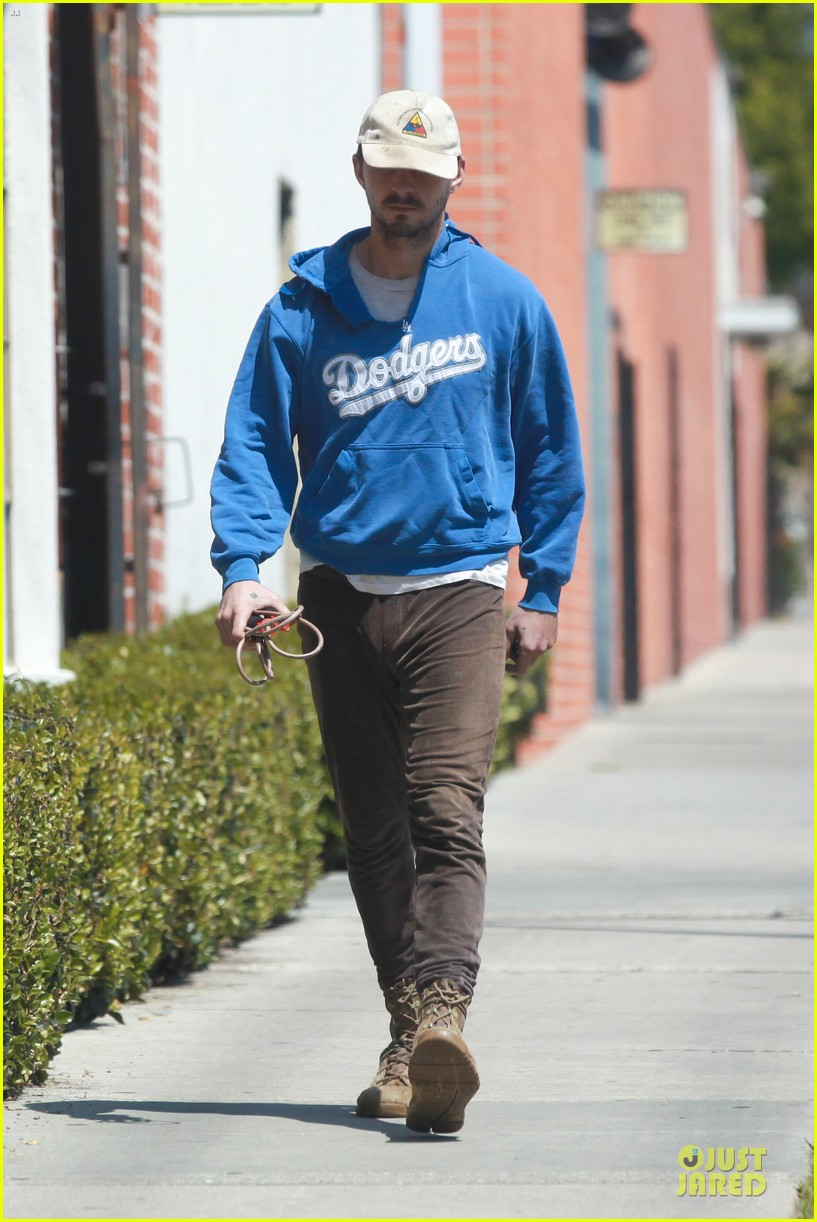 shia labeouf roots for la dodgers 013093462