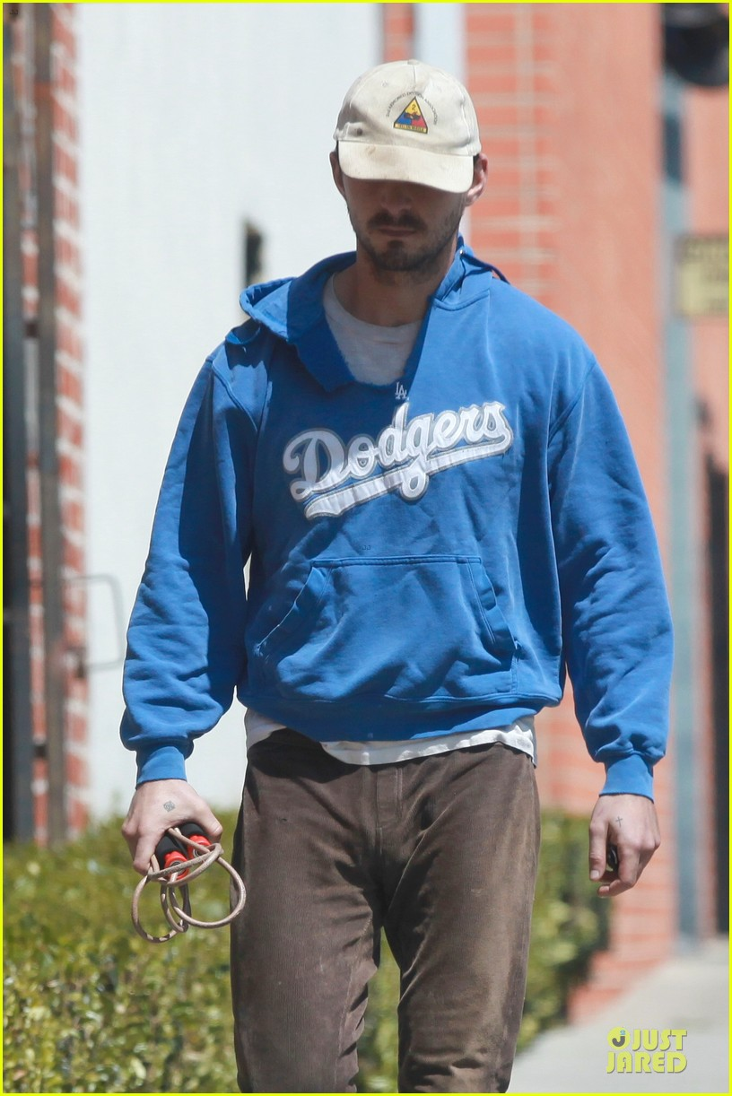 shia labeouf roots for la dodgers 043093465