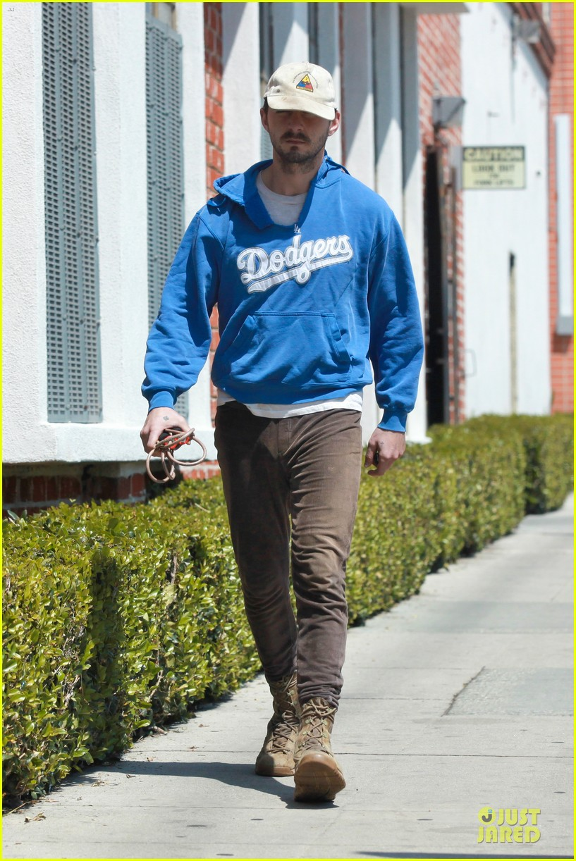 shia labeouf roots for la dodgers 06