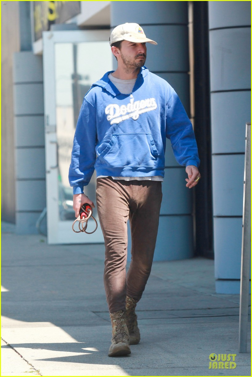 shia labeouf roots for la dodgers 103093471