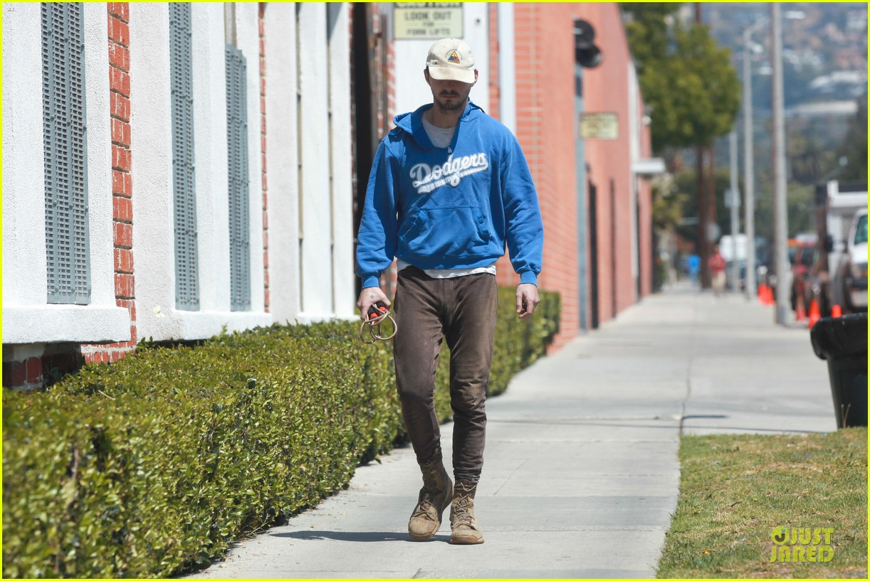 shia labeouf roots for la dodgers 113093472