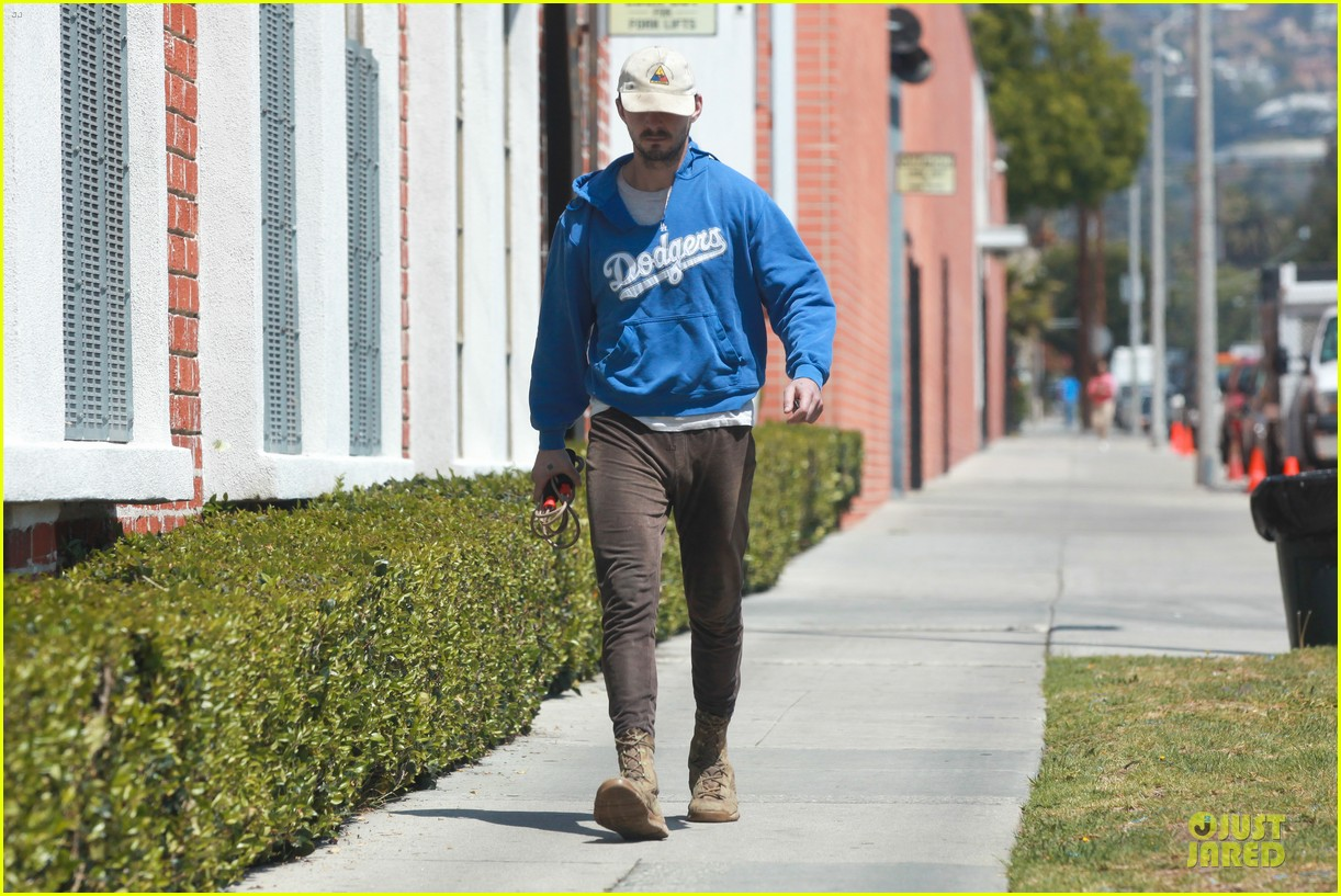 shia labeouf roots for la dodgers 133093474