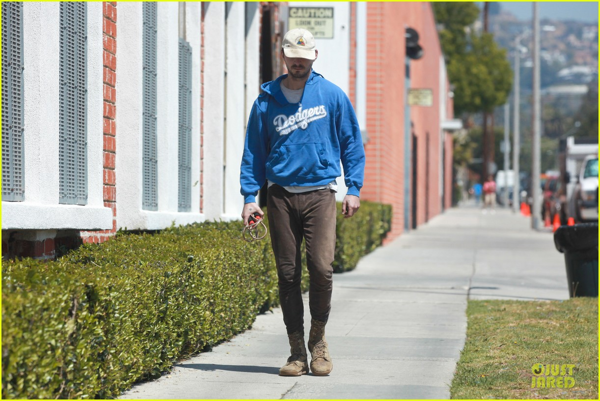 shia labeouf roots for la dodgers 153093476