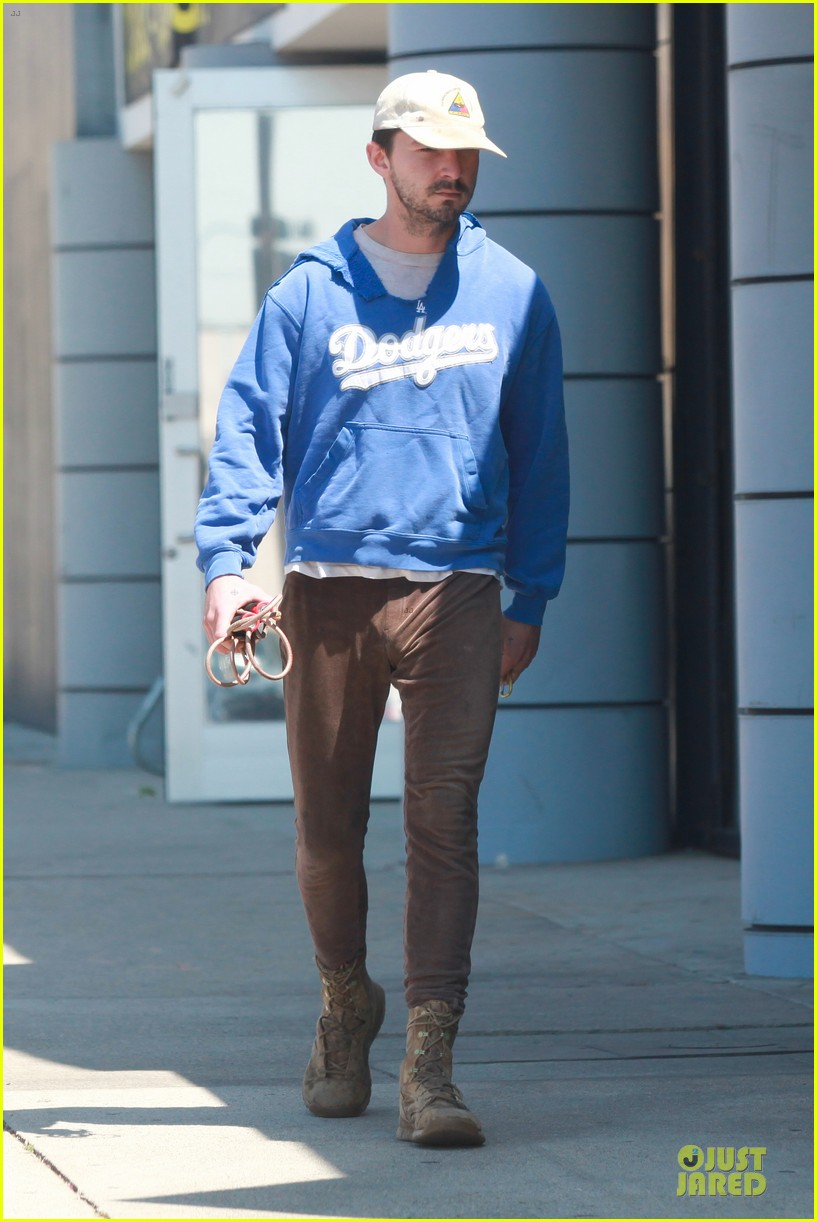 shia labeouf roots for la dodgers 163093477