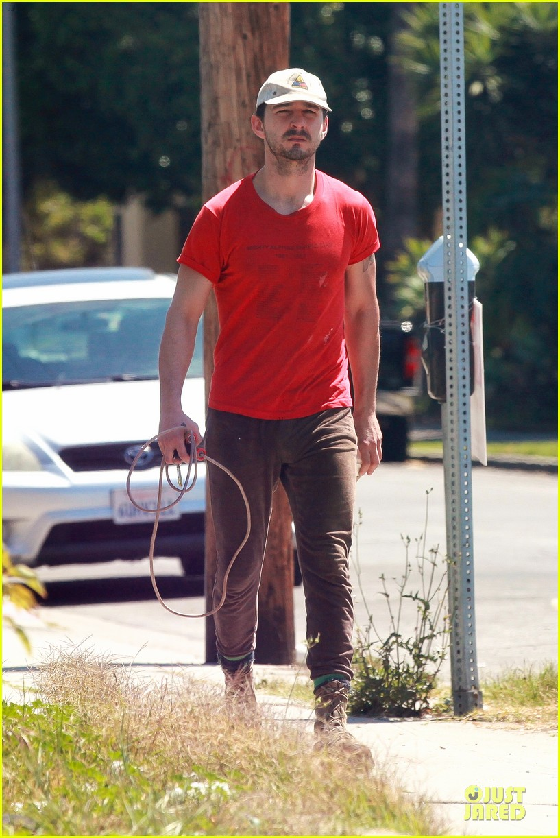 shia labeouf work out with jump rope exercises 113092364
