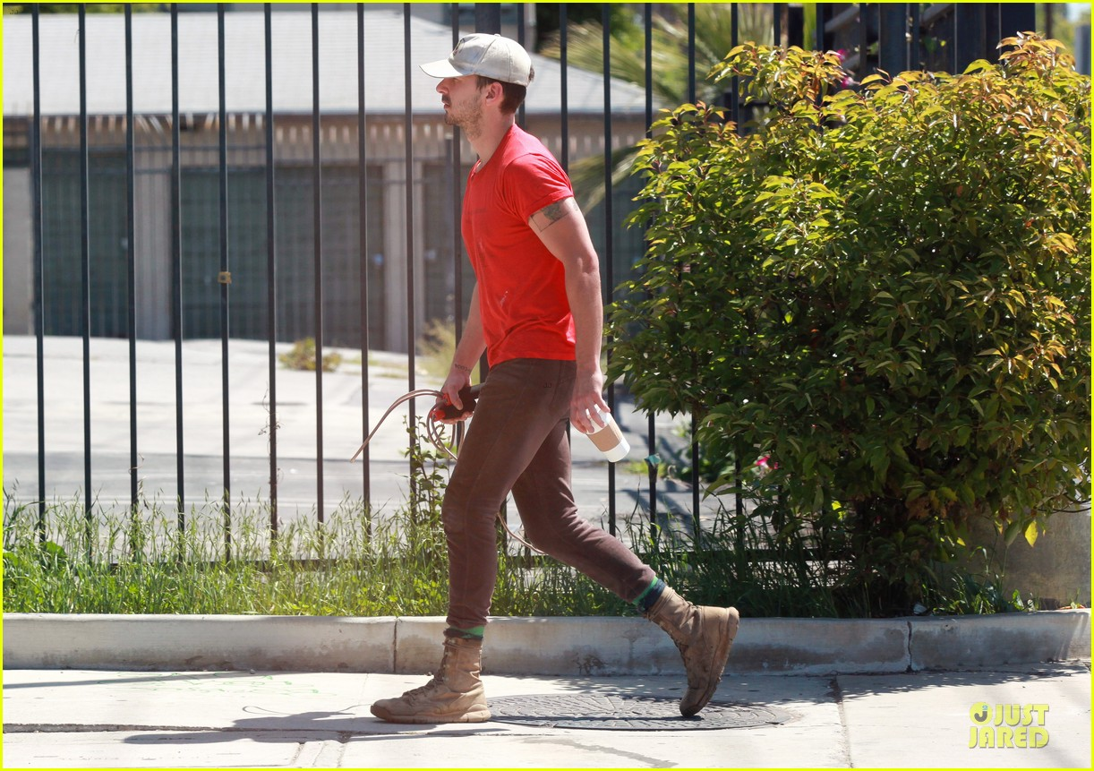 shia labeouf work out with jump rope exercises 123092365