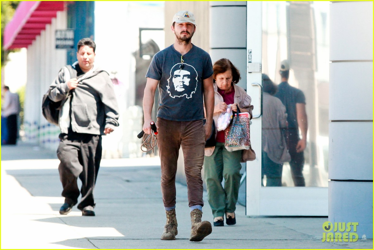 shia labeouf sues his uncle for another 200000 033101187