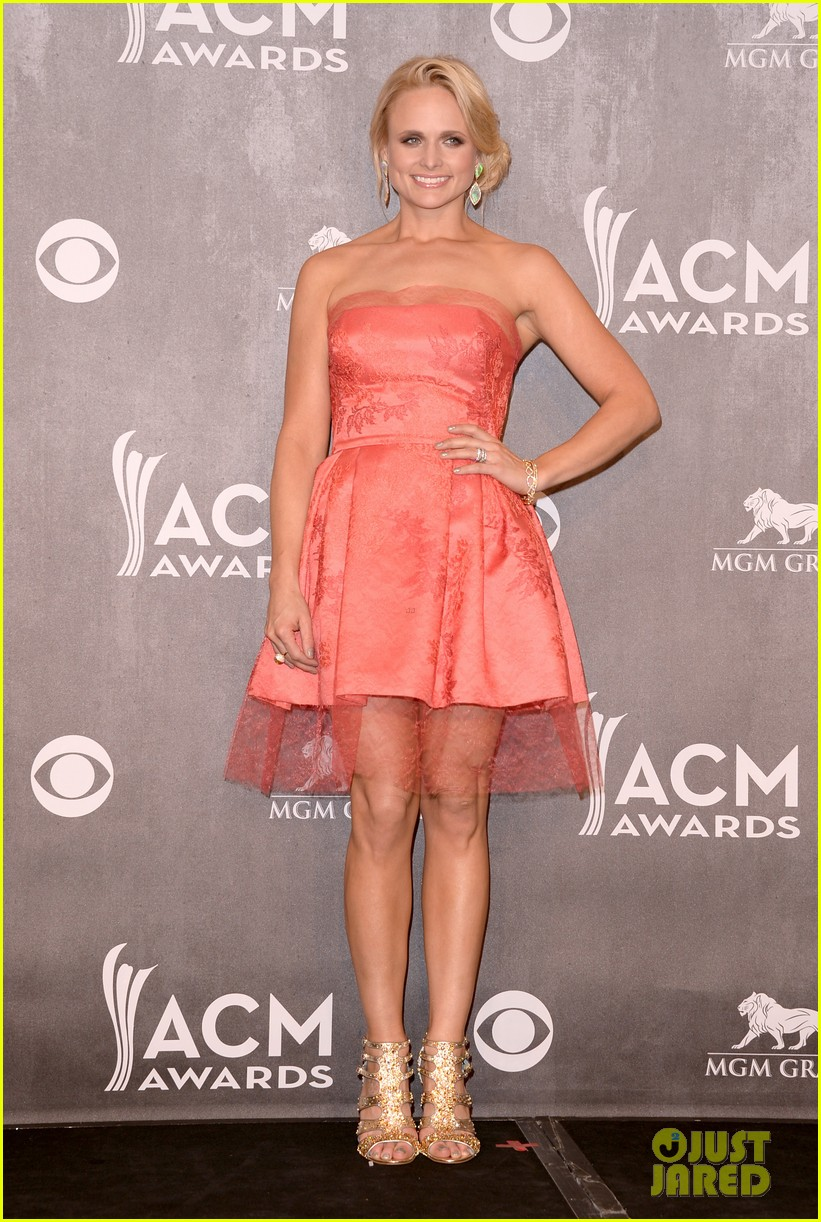 miranda lambert changes dresses to celebrate three wins at acm awards 2014 02