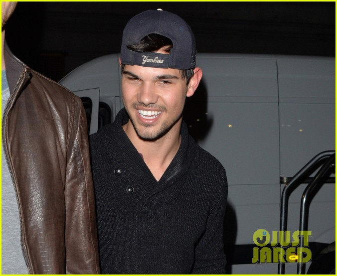 taylor lautner marie avgeropoulous very happy together 053093286