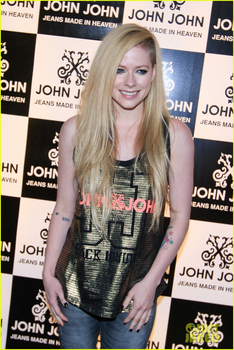 avril lavigne attends event in rio after music video controversy 063101945