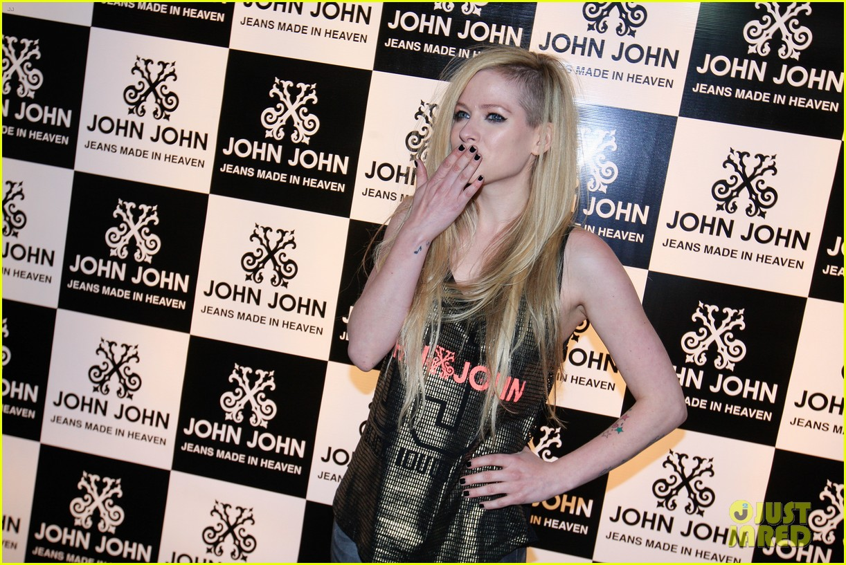 avril lavigne attends event in rio after music video controversy 093101948
