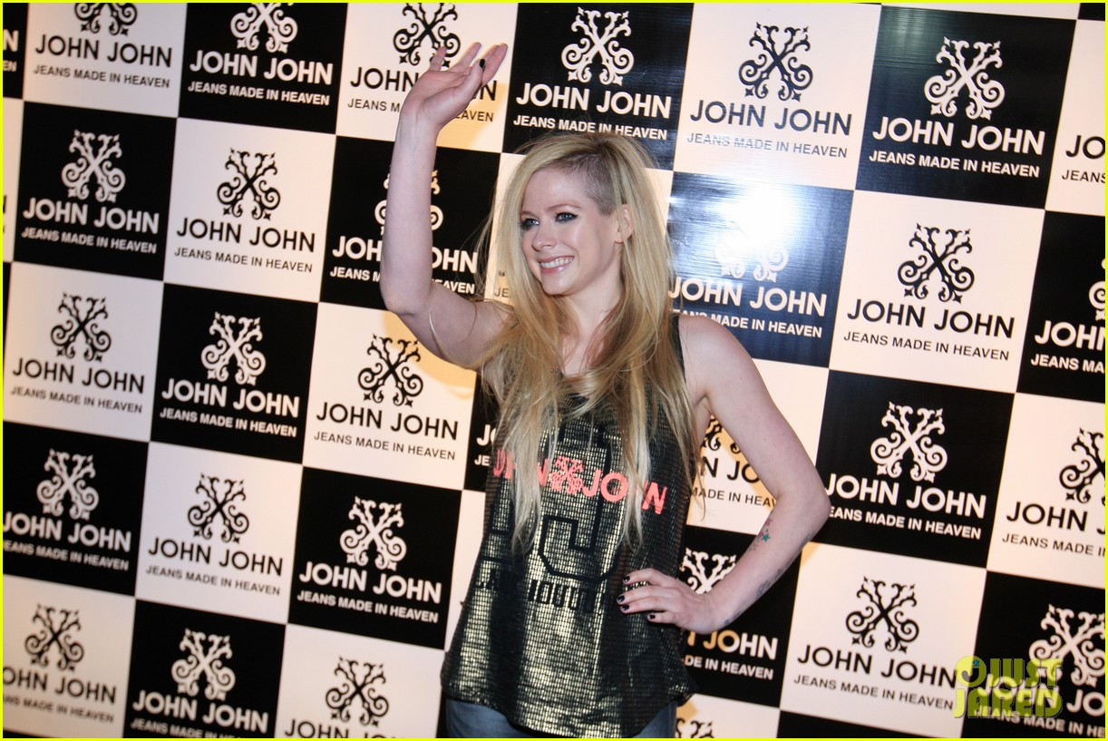 avril lavigne attends event in rio after music video controversy 103101949