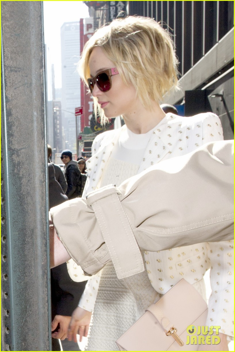 jennifer lawrence goes glam for gma spends easter in nyc 073096129