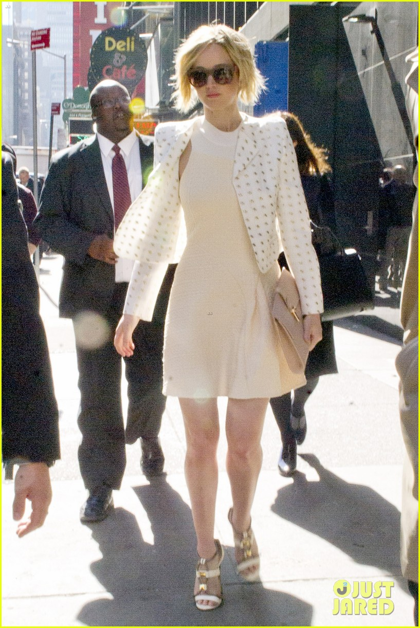 jennifer lawrence goes glam for gma spends easter in nyc 103096132