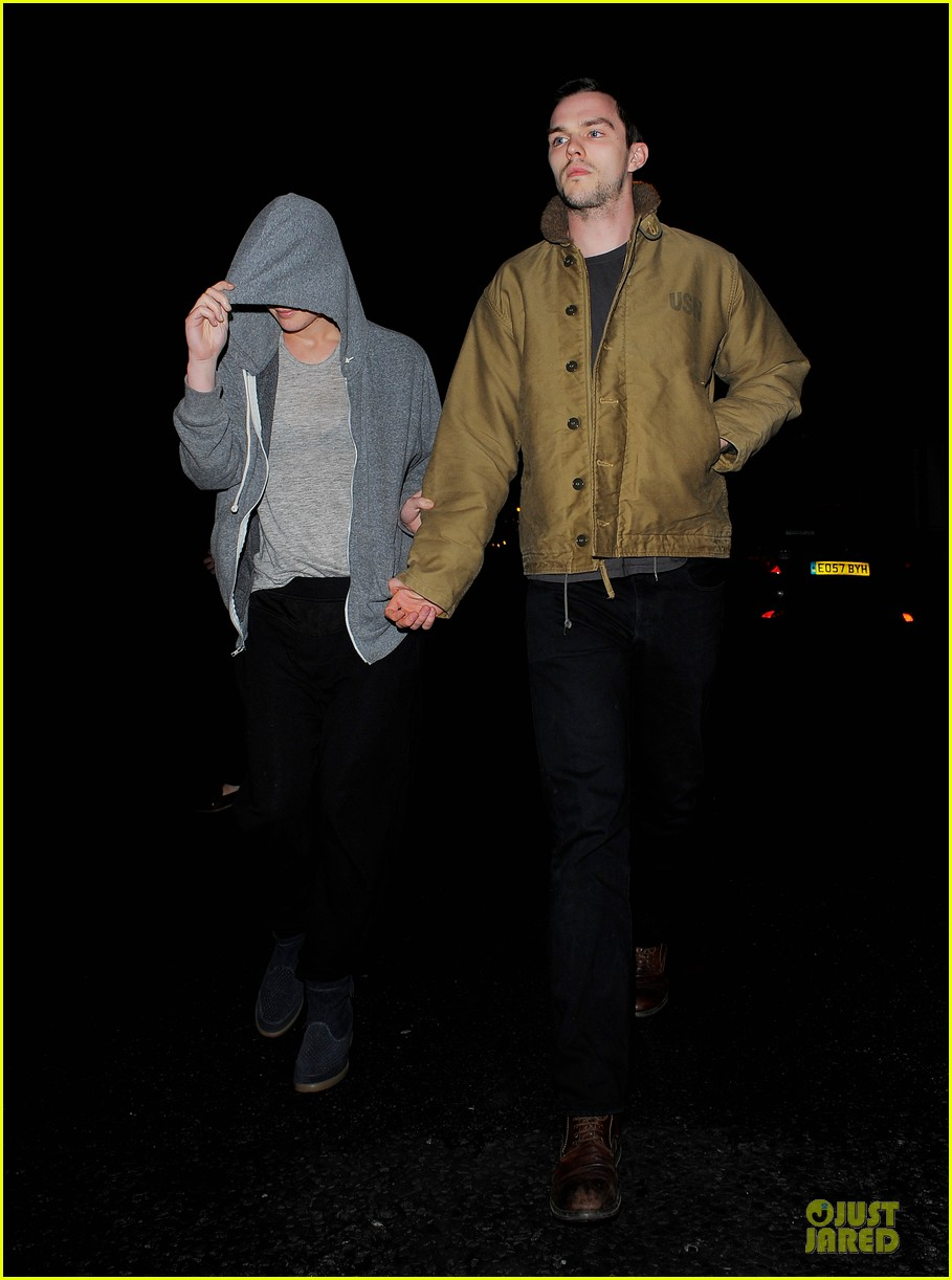 jennifer lawrence hides under hoodie with nicholas hoult 033099423