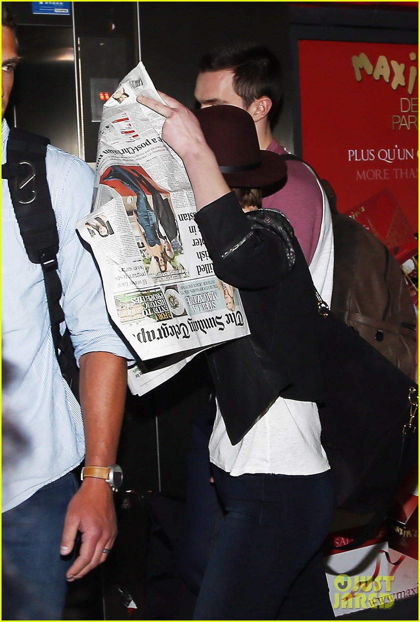 jennifer lawrence hides behind a newspaper 033100941