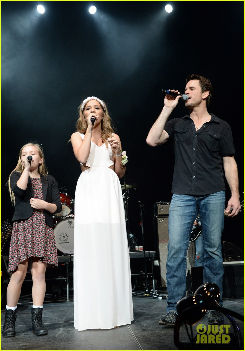 nashville lennon stella leaves prom early to sing at concert 103100124