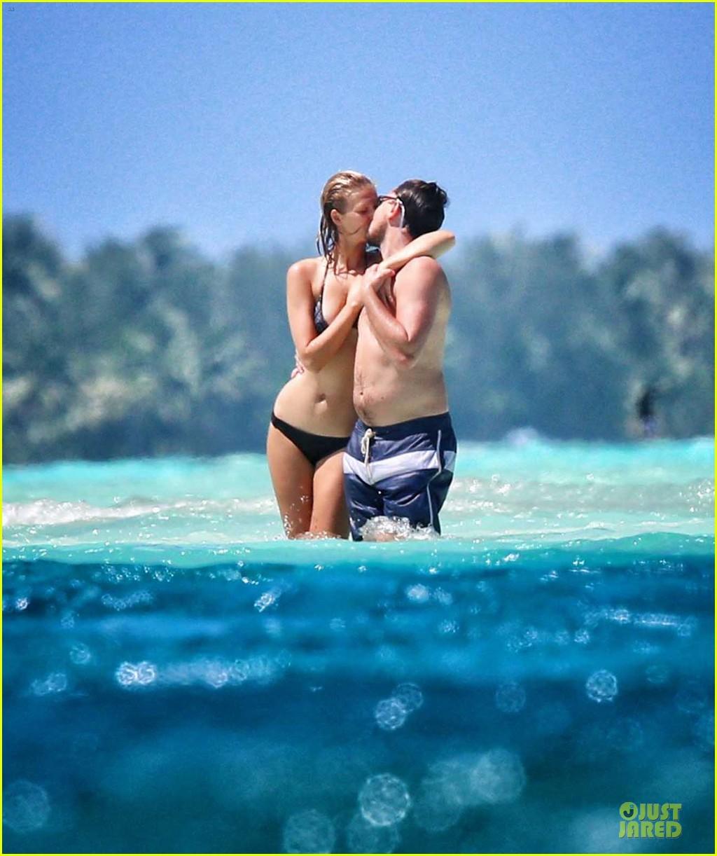 leonardo dicaprio toni garrn kiss hold hands in bora bora 013092733