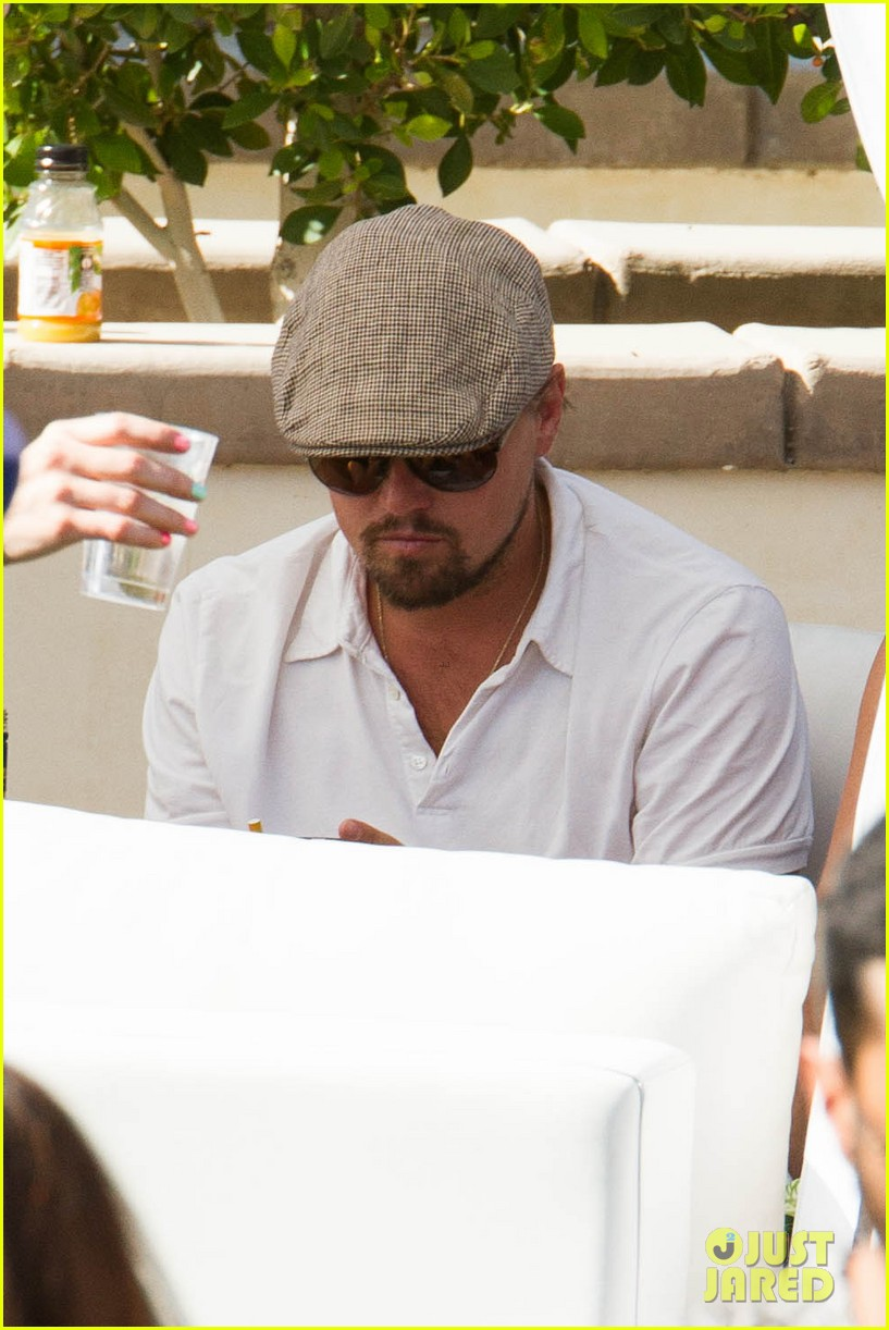 leonardo dicaprio plays cool coachella pool party 07