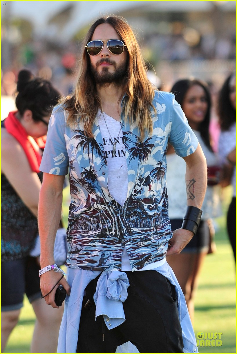 jared leto hawaiian shirt at coachella 04