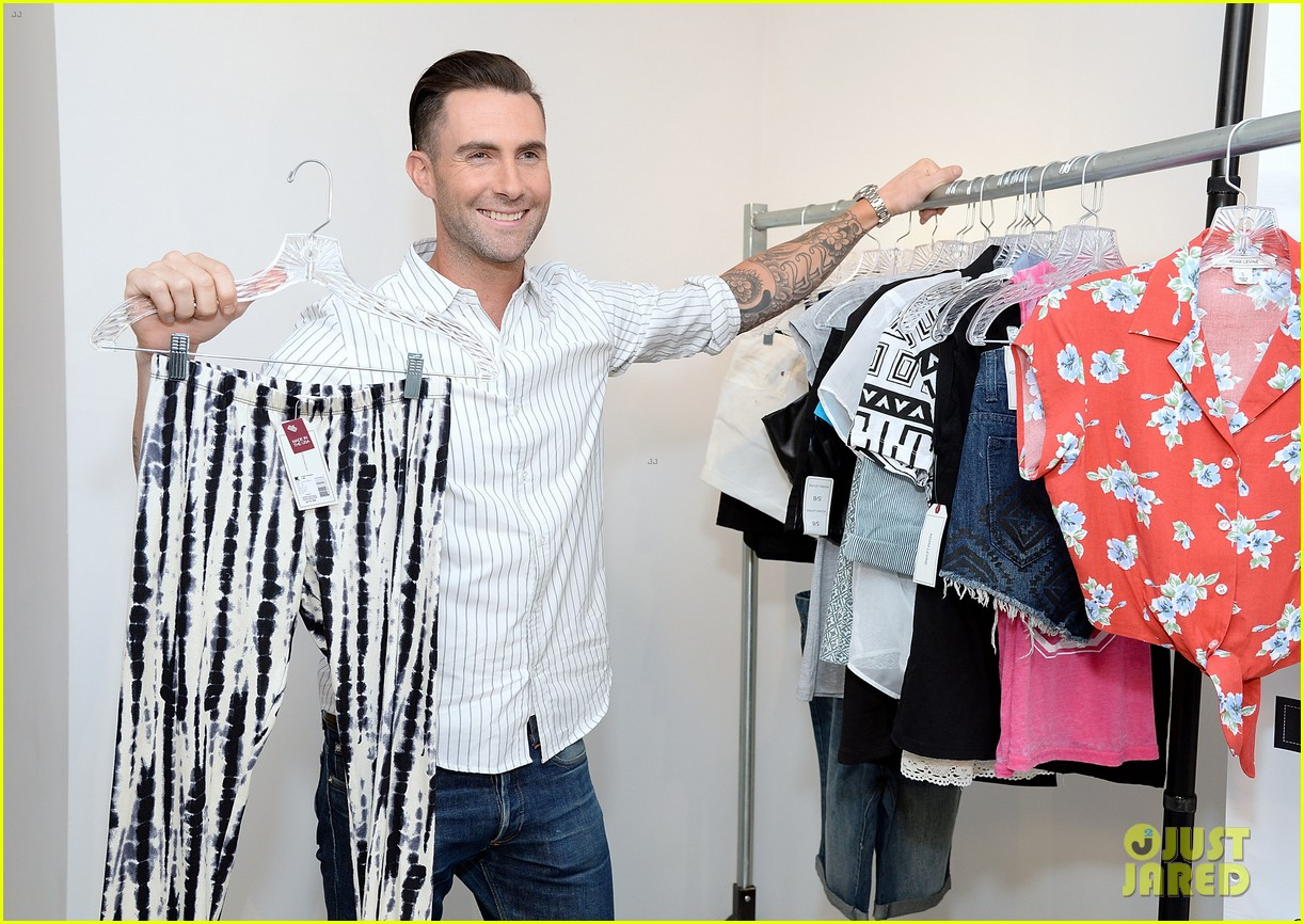adam levine celebrates launch of new womens summer collection 033094408