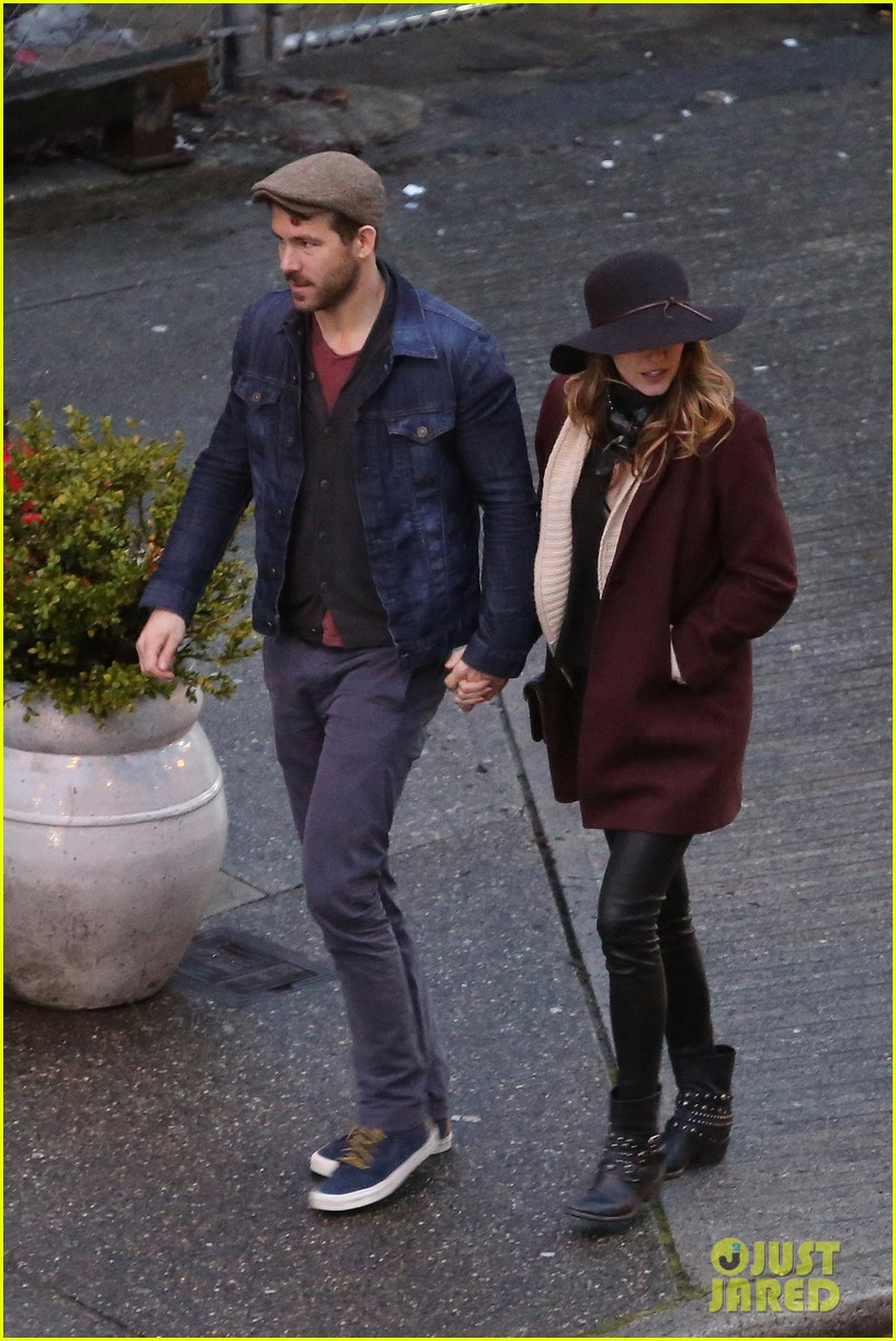 blake lively ryan reynolds hold hands most adorable couple 043086044