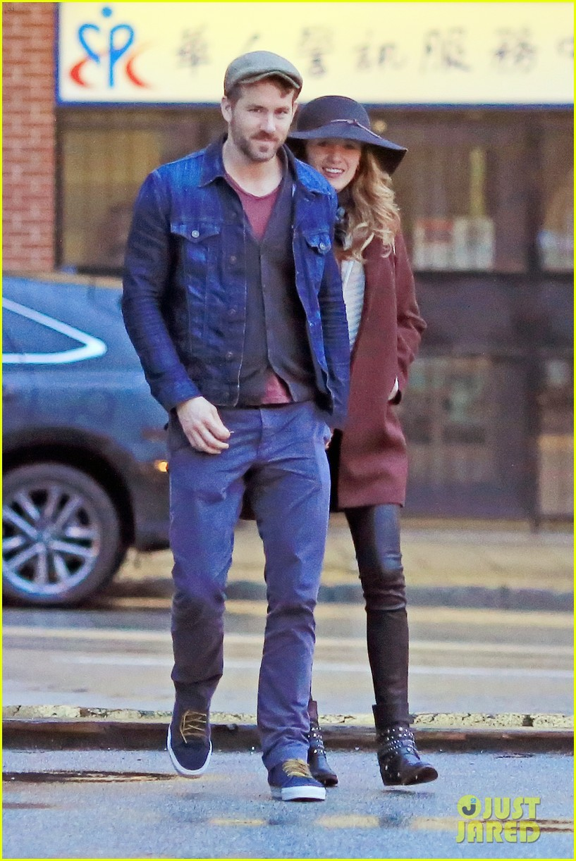 blake lively ryan reynolds hold hands most adorable couple 053086045