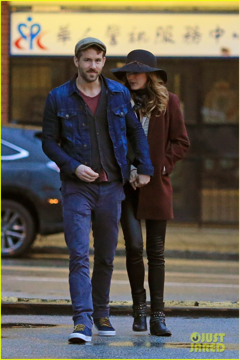 blake lively ryan reynolds hold hands most adorable couple 093086049