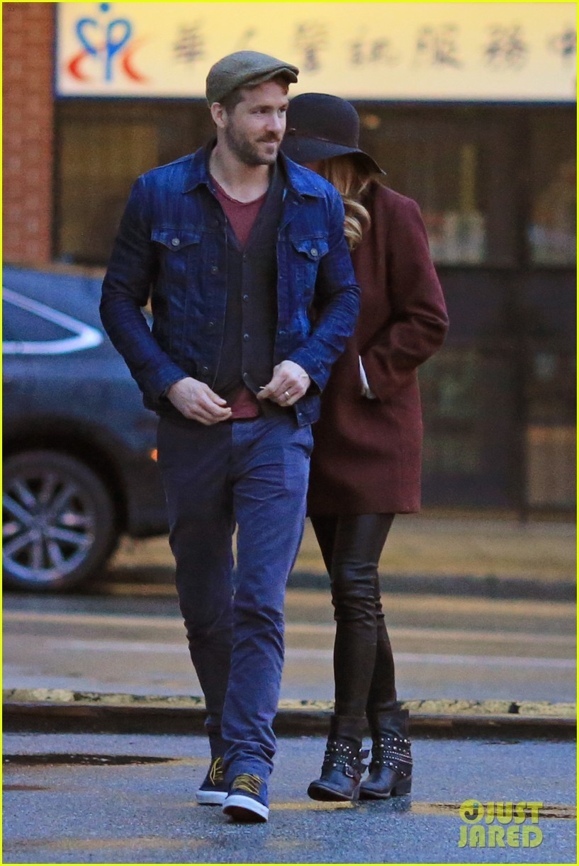 blake lively ryan reynolds hold hands most adorable couple 123086052
